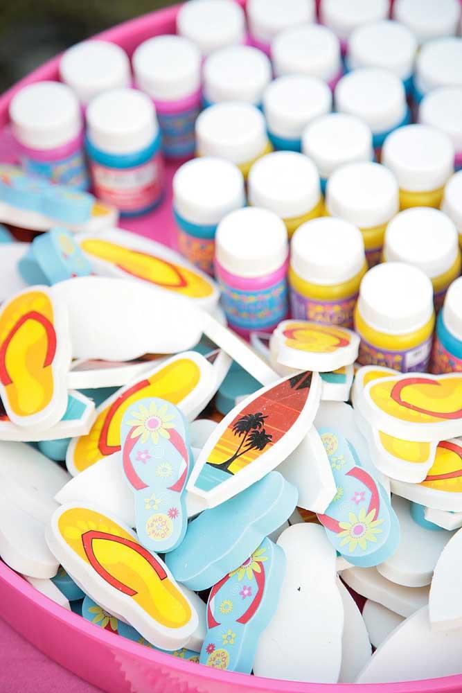 Potinhos de tinta para cada convidado fazer sua própria lembrancinha