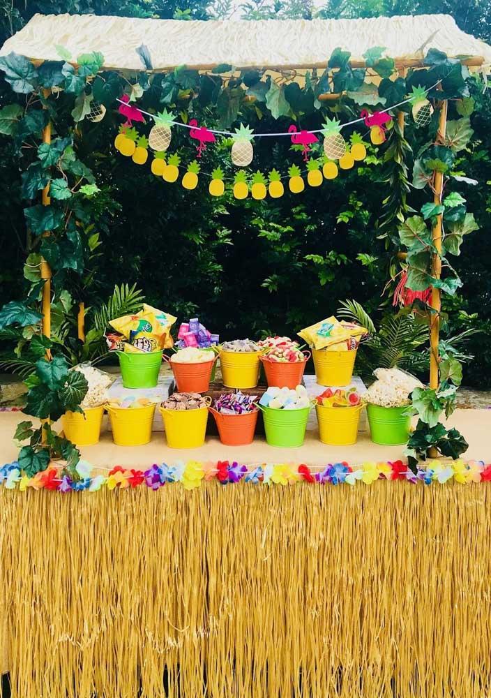 Barraquinha de doces e outras guloseimas decorada com muita cor e ráfia