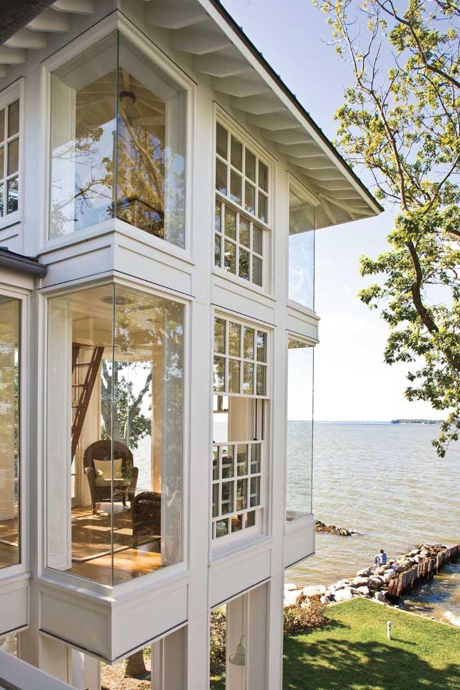 Uma casa no lago, como essa da imagem, merece ter bem mais do que uma Bay Window só para contemplar a vista que vem de fora