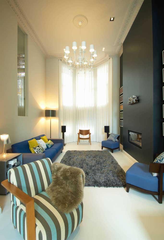 Um luxo essa sala com pé direito alto e Bay Window