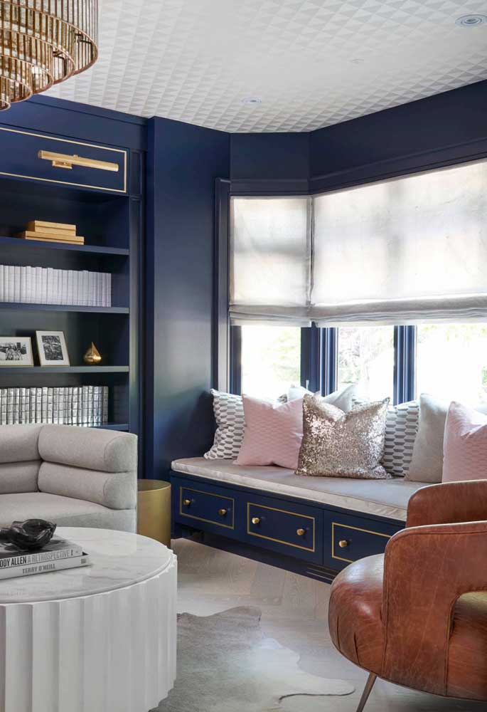 Que tal um azul royal para colorir a Bay Window?
