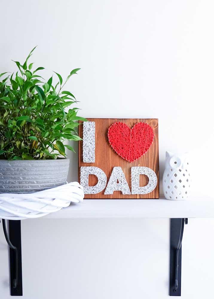 String Art para o dia dos pais, com base em madeira e frase com linhas em duas cores