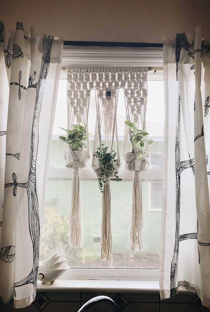 Porta vasos em String Art para o jardim suspenso em frente a janela