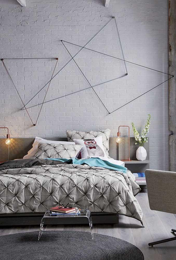 String Art simples na parede do quarto do casal, uma ótima opção para quem busca um conceito mais clean