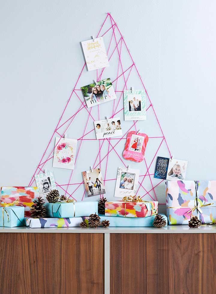 O String Art também pode formar objetos de decoração como um painel de fotos
