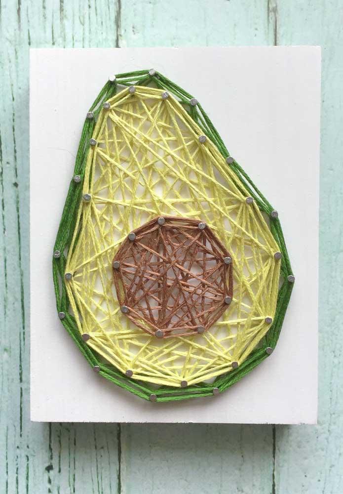 Uma opção moderna para desbancar o abacaxi: String Art em formato de abacate!