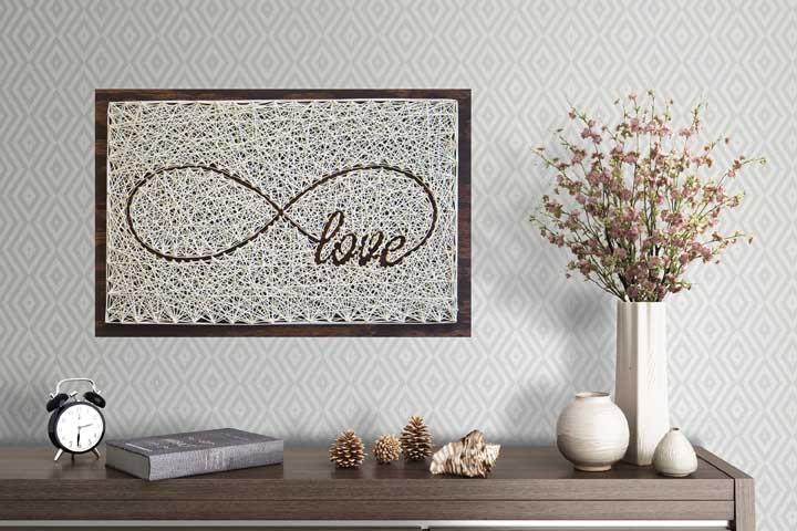 Opção mais clássica para quem quer levar o String Art para casa sem abrir mão da elegância dos ambientes