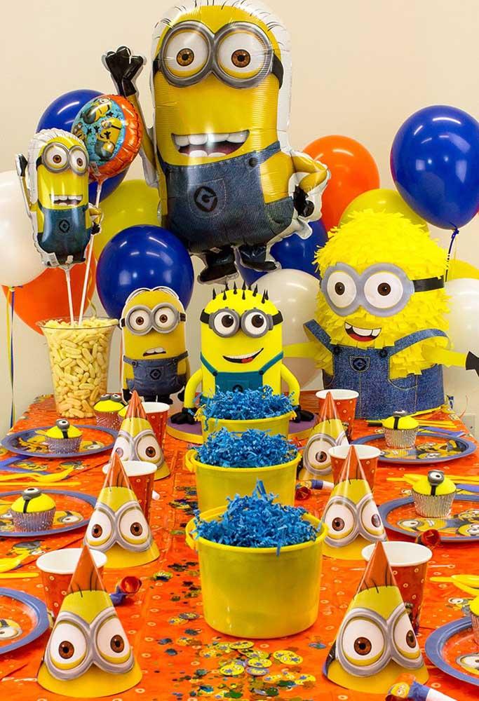 Azul e amarelo são as cores principais do tema Minions, mas é possível fazer combinações com diferentes tipos de cores para valorizar mais a decoração.