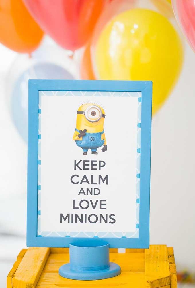 O que você acha de acrescentar algumas placas com mensagens na decoração do aniversário com o tema Minions?