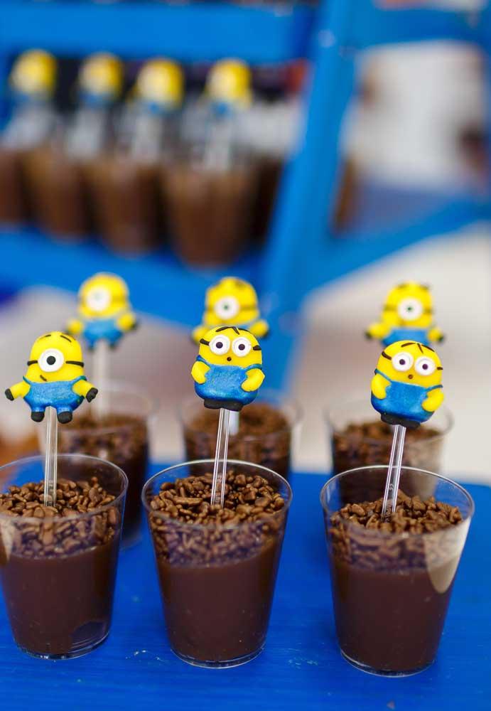 Na hora de servir a sobremesa da festa, invista em colheres personalizadas com os personagens dos Minions.