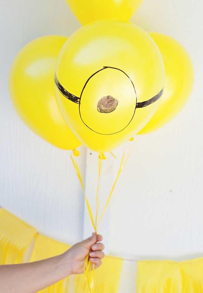 Para uma decoração mais simples, use balões amarelos e desenhe a silhueta dos Minions.