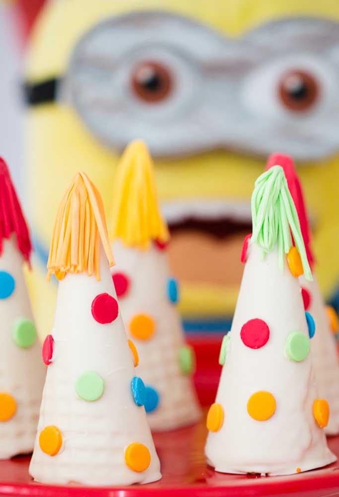 Uma festa infantil precisa ter uma decoração que chame atenção das crianças, principalmente, na hora de servir as guloseimas.