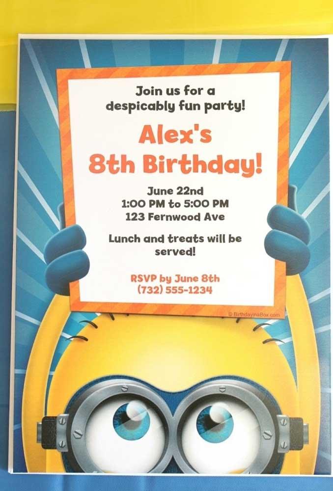 Já pensou como será o convite do aniversário com o tema Minions? Que tal fazer uma placa de anúncio?