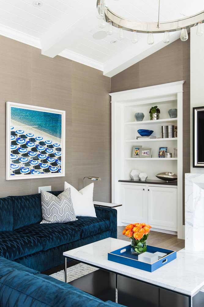 Sofá azul petróleo em veludo e de canto: ideal para diferentes estilos de sala de estar