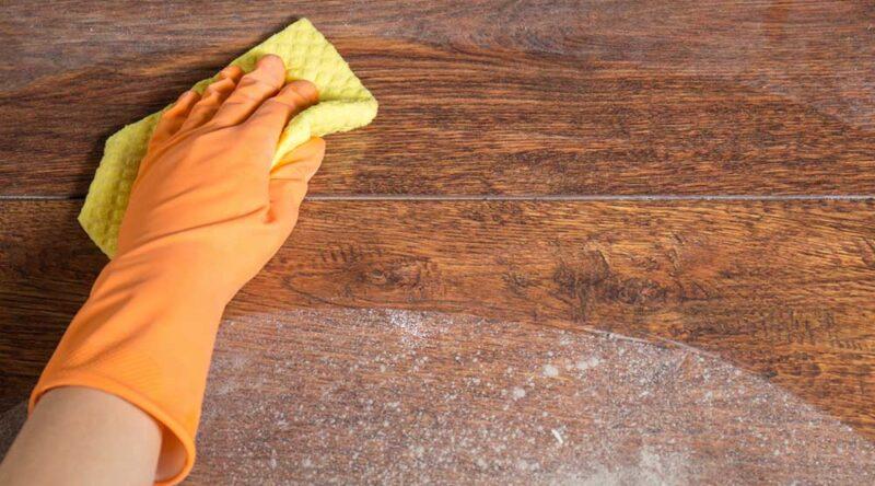Como limpar piso encardido: veja passo a passo e cuidados essenciais