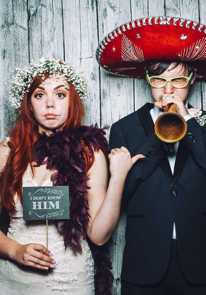 Capriche nas fotos e na escolha das plaquinhas para levar boas lembranças do casamento para casa