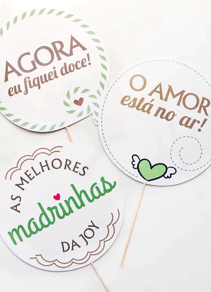 Plaquinhas de casamento personalizadas feitas de papel e palito