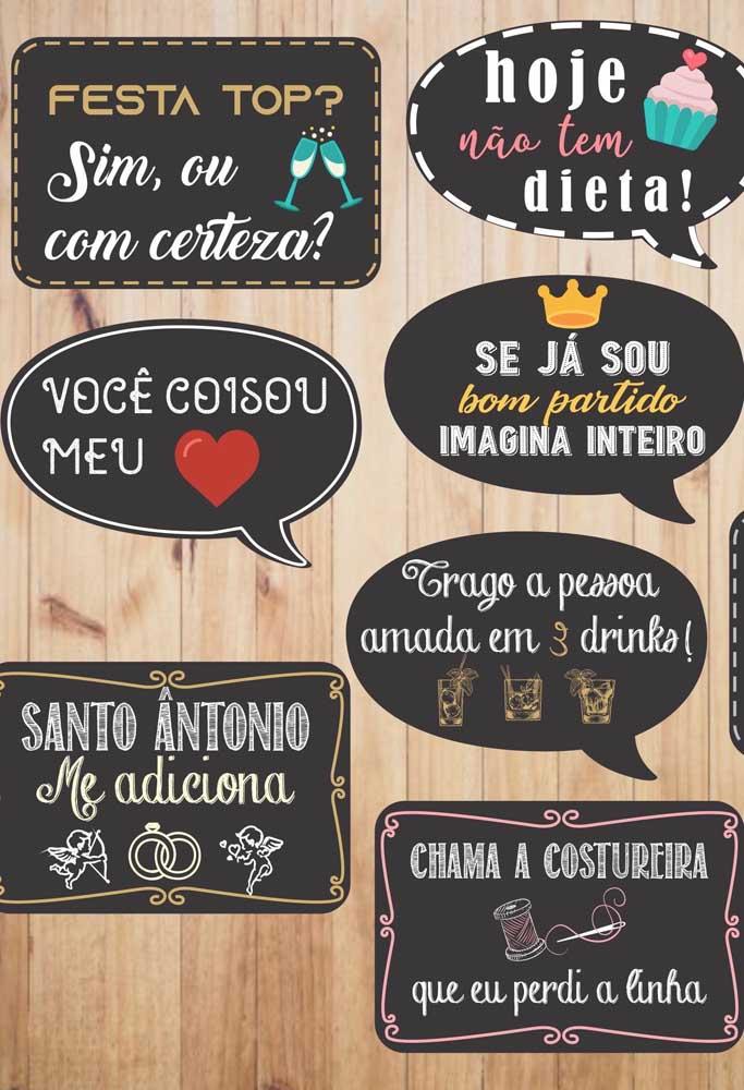 Plaquinhas de casamento em estilo lousa com frases divertidas para animar a festa junto aos convidados
