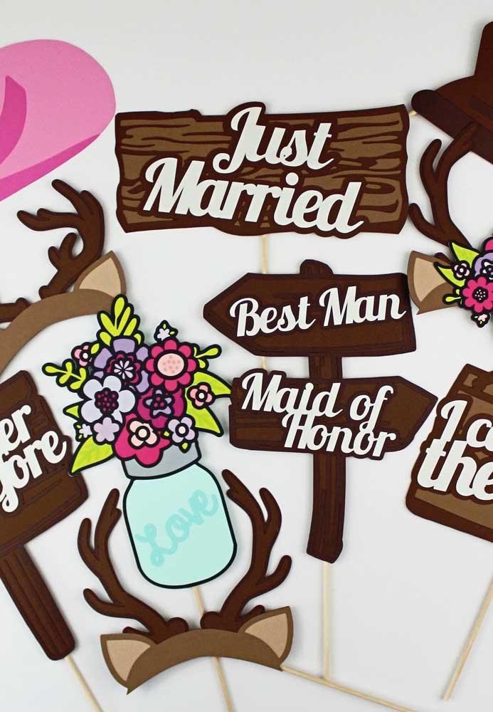 Plaquinhas de casamento no estilo cartoon, muito coloridas para um casamento super divertido