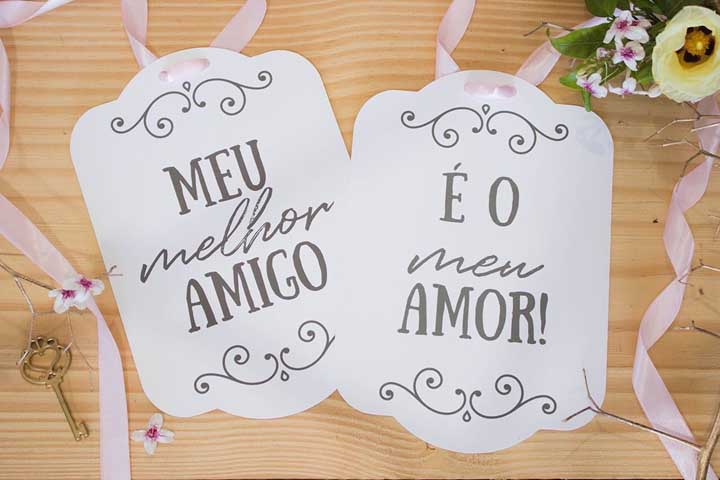 Inspiração de placas para marcar os assentos dos noivos no jantar do casamento