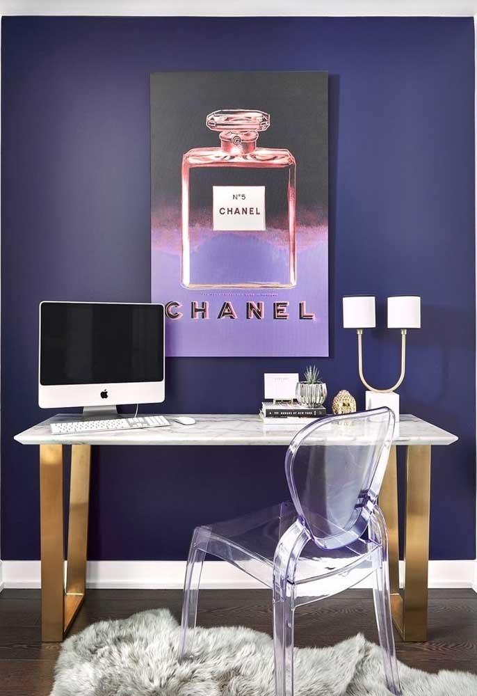 A maioria dos tons de roxo é ideal para ambientes como escritório por transmitir mais criatividade ao cômodo.