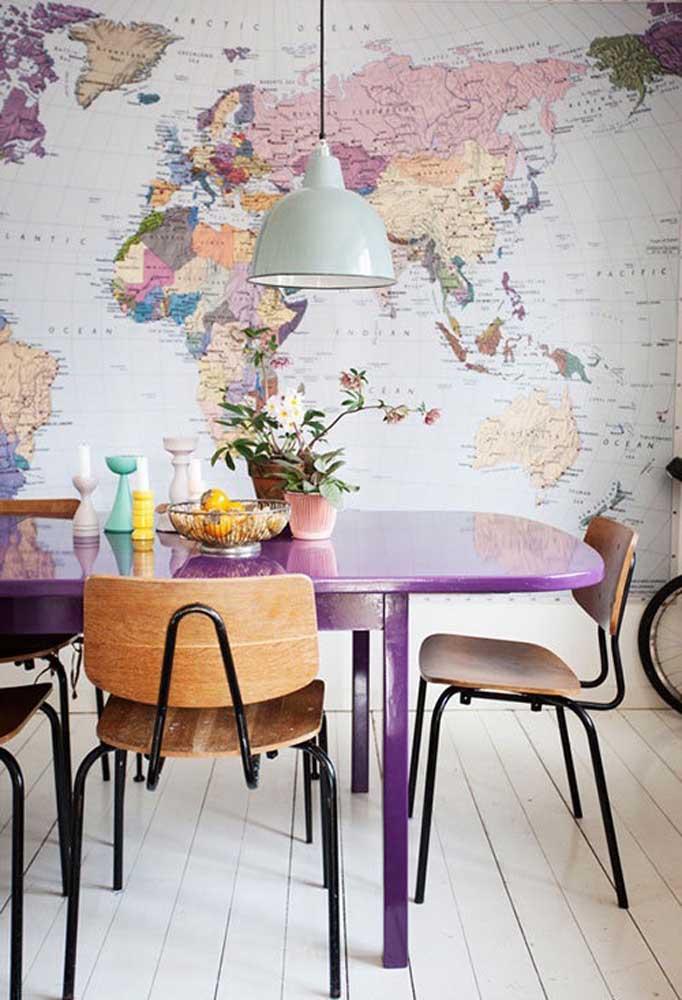 Você pode usar o tom de roxo em alguns móveis da casa, principalmente, se fizer combinação com outras cores.