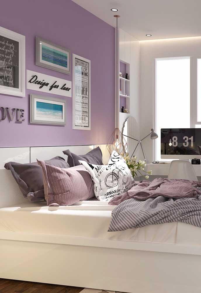 Você pode fazer um quarto roxo usando tons mais claros. Dessa forma, o ambiente fica mais suave e tranquilo.