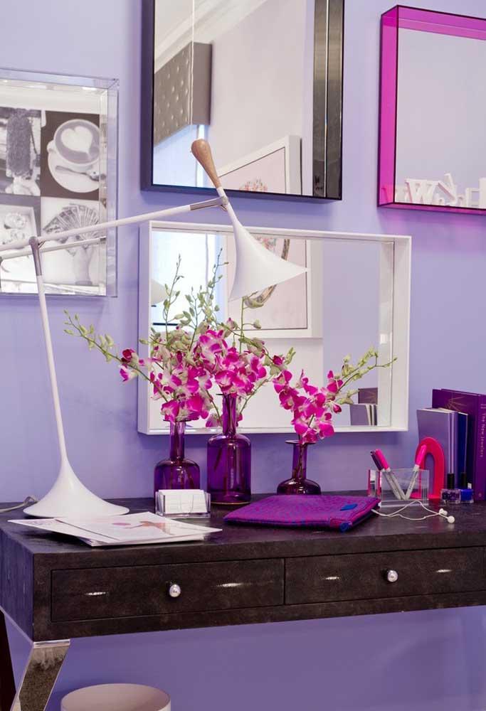 Os tons de roxo podem ser usados apenas em objetos decorativos do ambiente.
