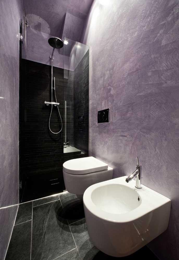 Para uma decoração mais radical, sem perder o luxo e a sofisticação, faça combinação das cores roxa e preta.