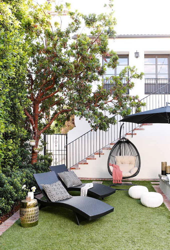 Detalhes funcionais e confortáveis são essenciais para um bom jardim moderno