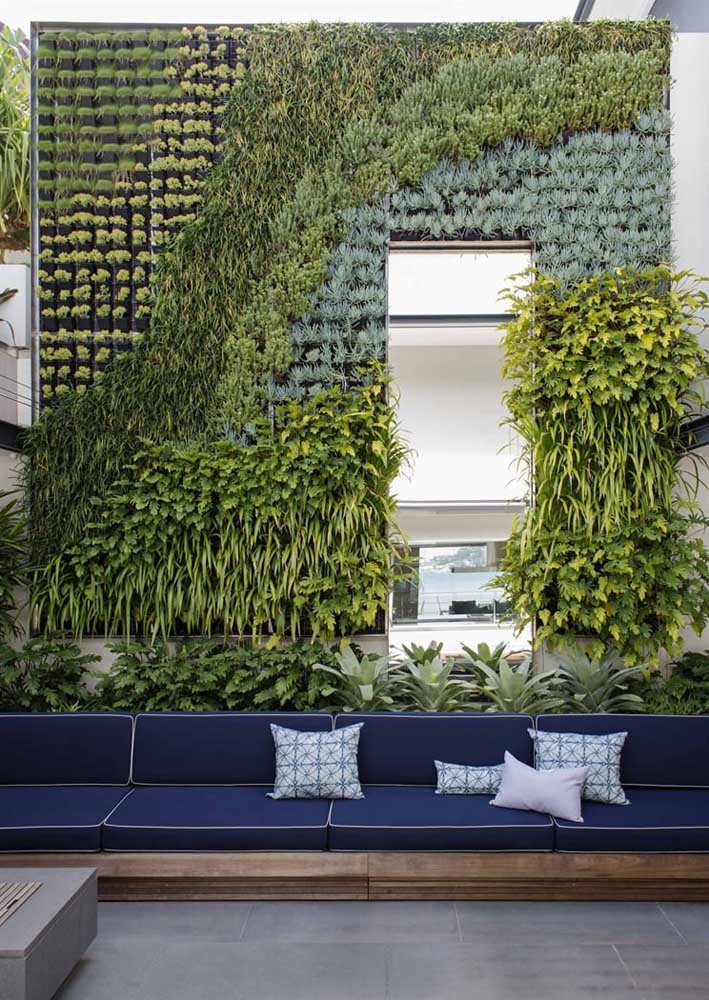 Jardim vertical para o ambiente moderno e aberto da casa