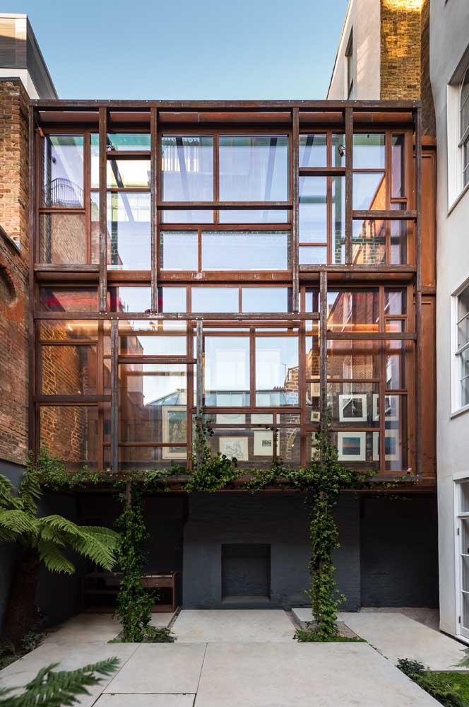 Não só de revestimento vive o aço corten, o material também se faz presente na estrutura de casas e prédios