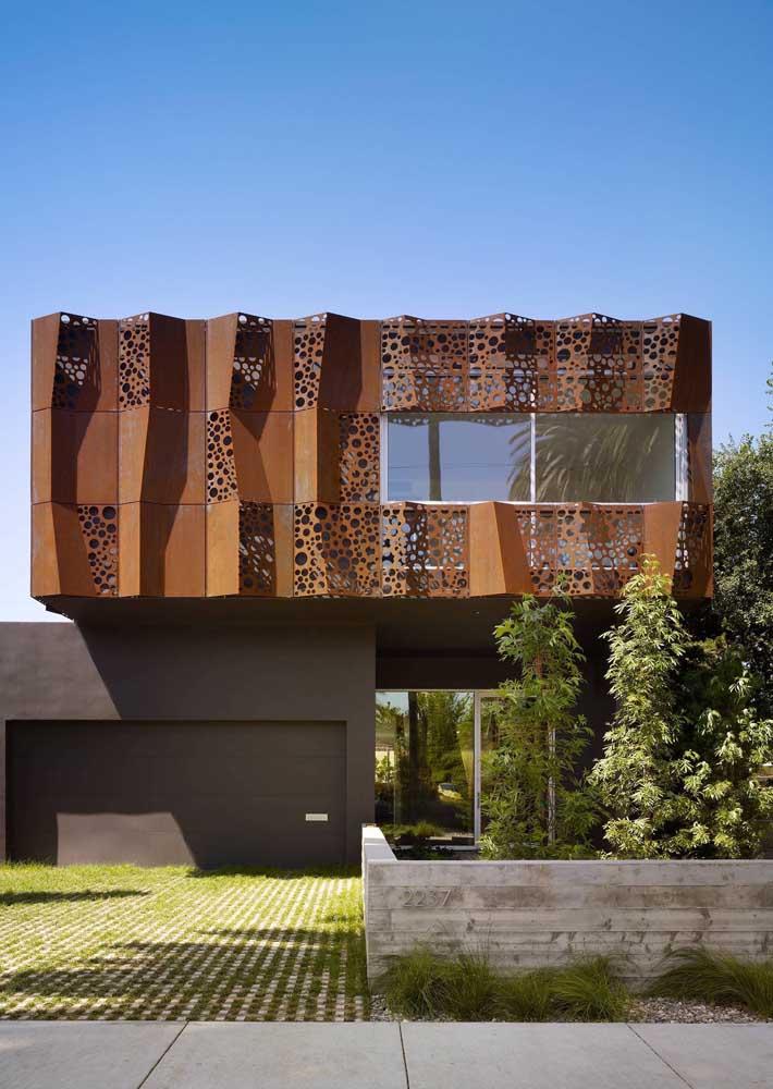 A versatilidade do aço corten impressiona nessa outra fachada