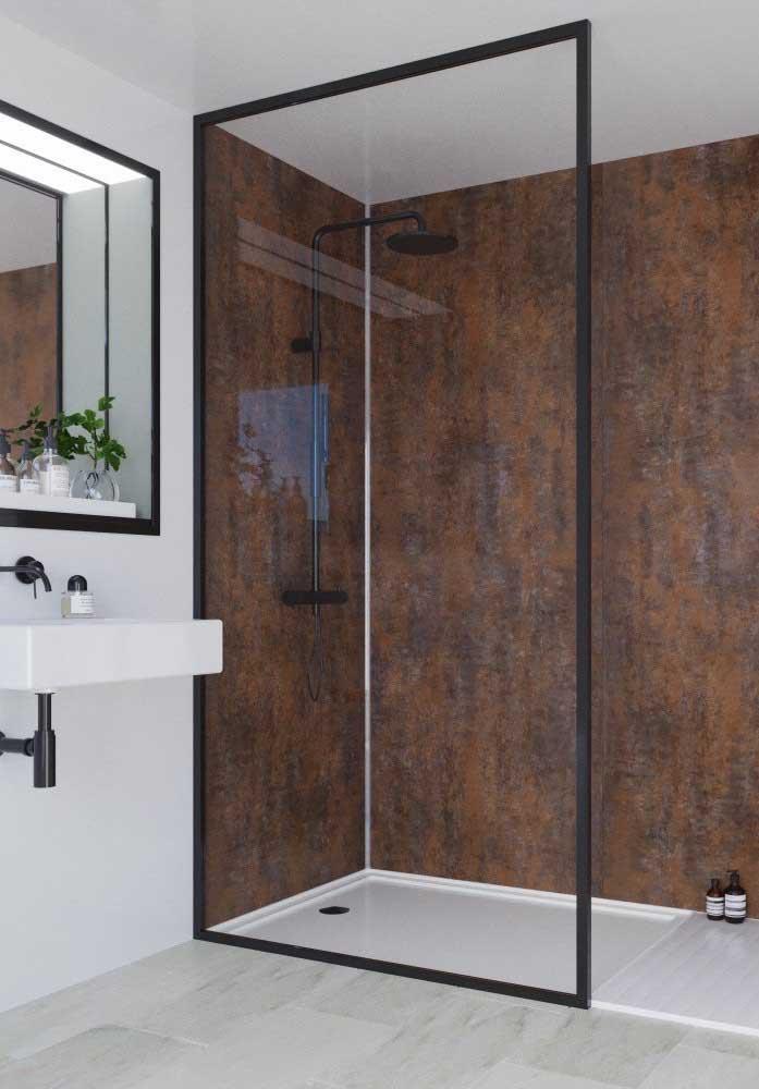 Linda inspiração de banheiro moderno e minimalista com parede do box revestida em aço corten