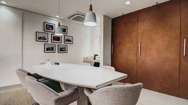 Como deixar o escritório mais moderno e arrojado? Com uma porta em aço corten!