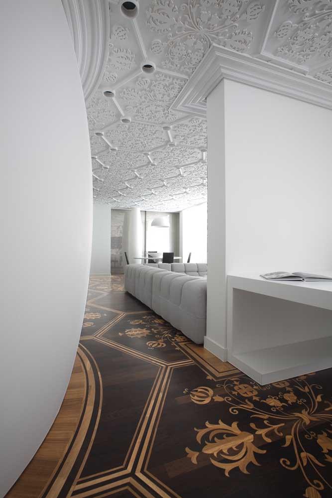 Esse piso é o que se pode chamar de marchetaria de luxo!