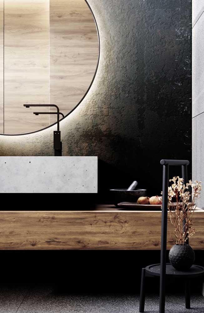 Balcão para banheiro moderno feito em madeira de demolição