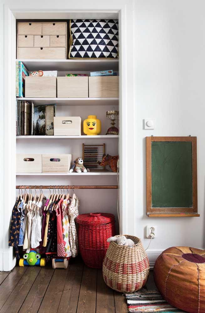 Um charme esse armário cápsula infantil; uma oportunidade também de ensinar aos pequenos o valor verdadeiro das coisas