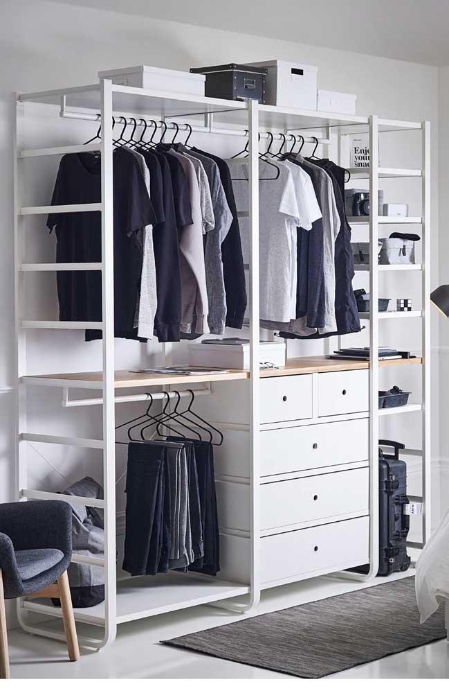 Armário cápsula masculino com divisão para camisas, calças e demais peças