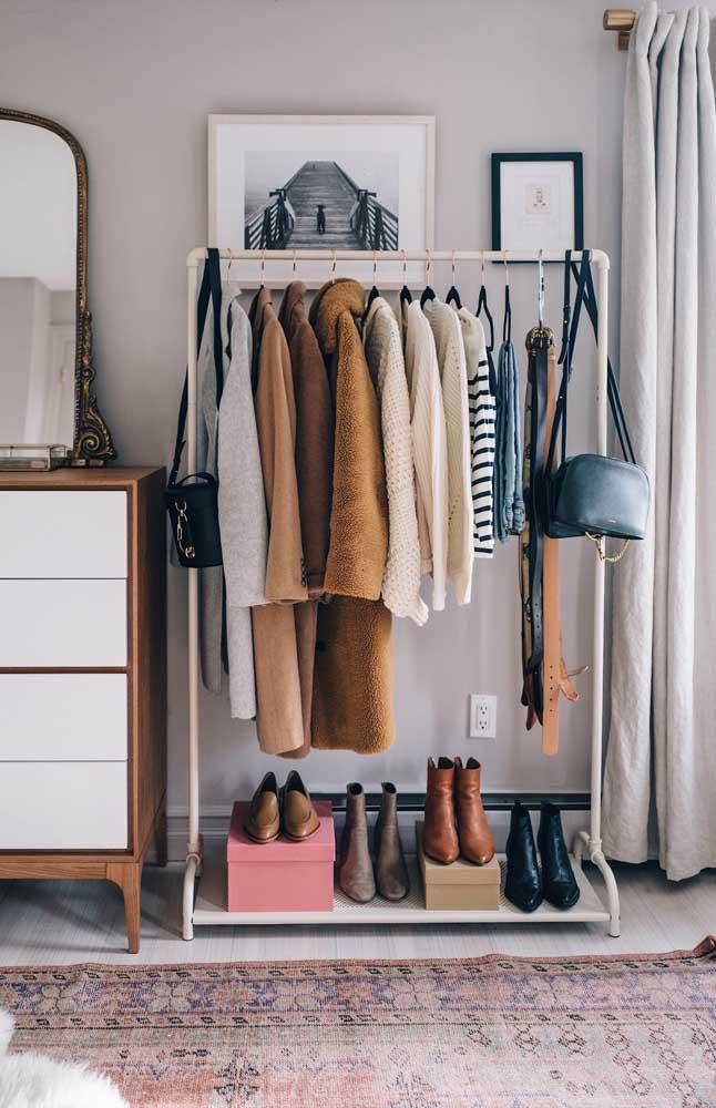 Sapatos embaixo, roupas em cima