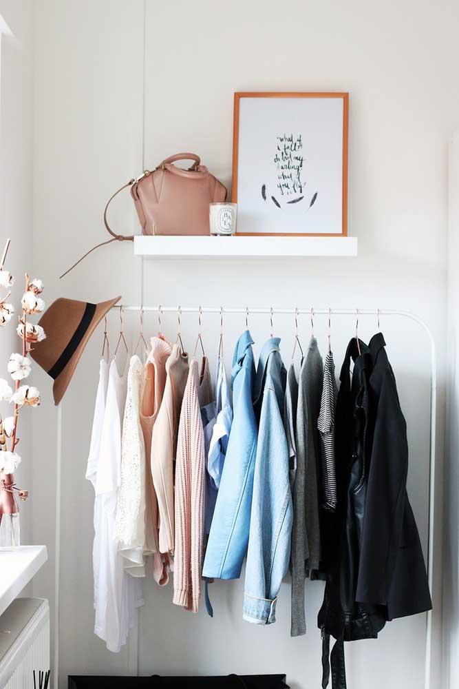 Como a maioria dos armários cápsulas ficam expostos, a necessidade de organização precisa ser ainda maior