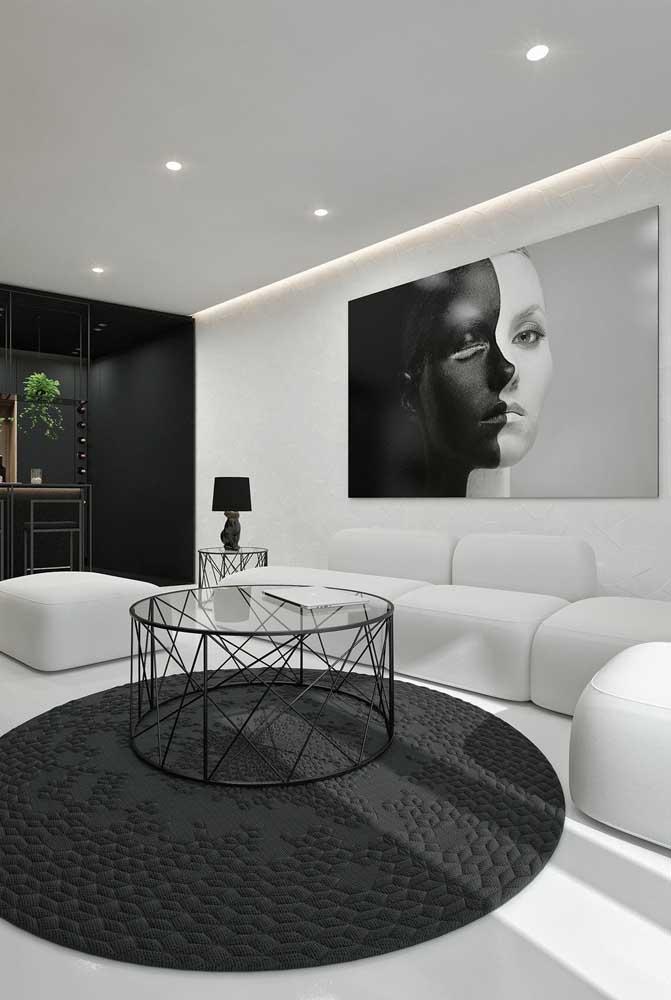 Sala de estar glamourosa em branco e preto
