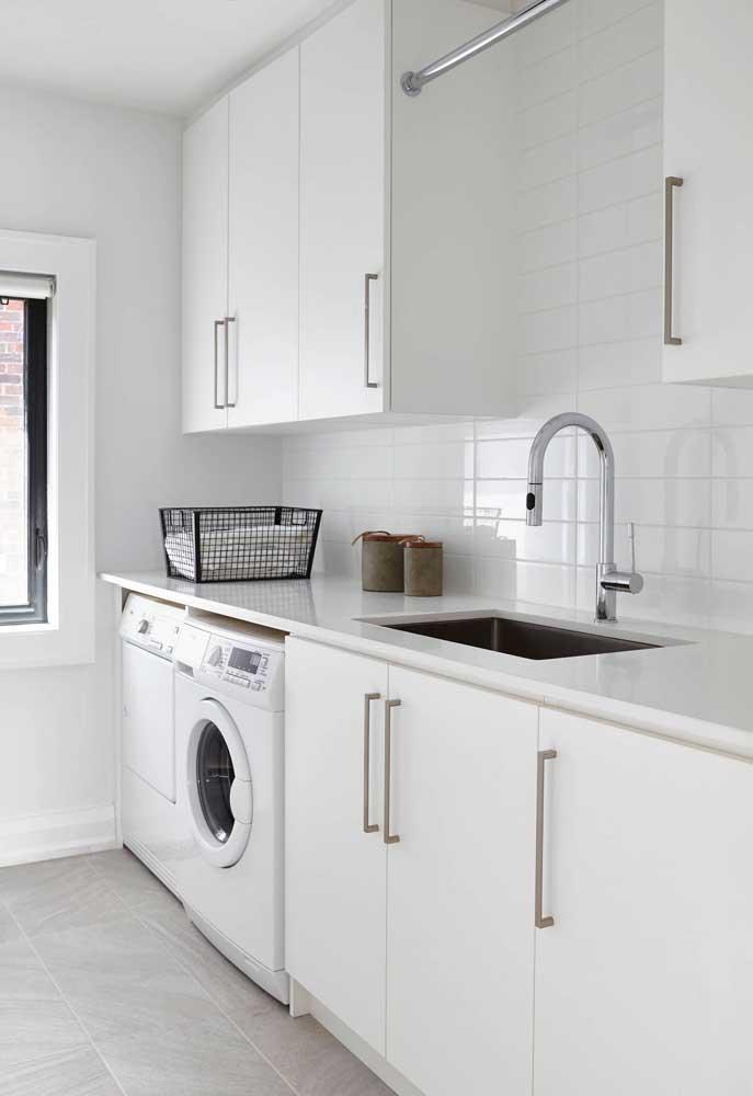 Cozinha e área de serviço brancas: uma tela pronta para ser pintada