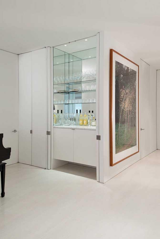 O corredor branco permite que o quadro ganhe destaque