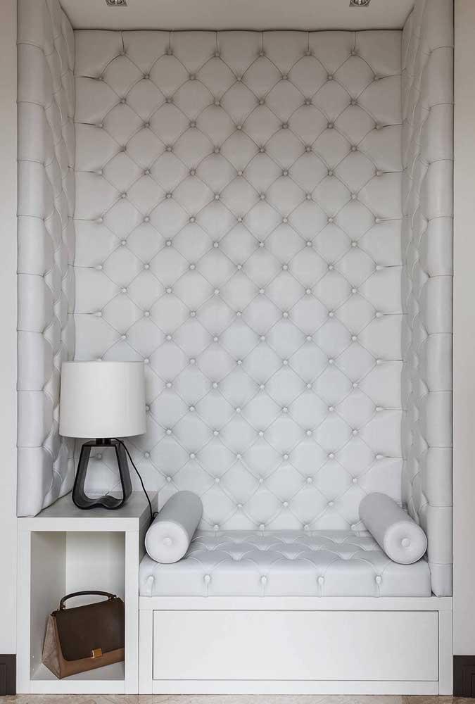 Lindo espaço decorado na cor branca