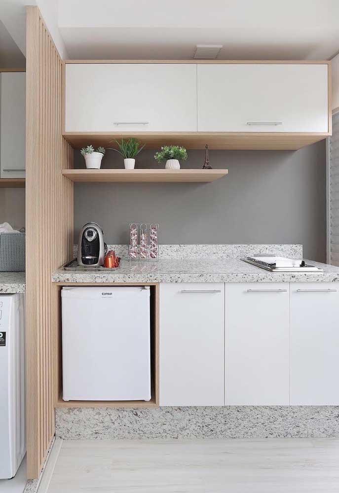 Churrasqueira elétrica de embutir na bancada do ambiente; opção simples e prática para o churrasco do final de semana
