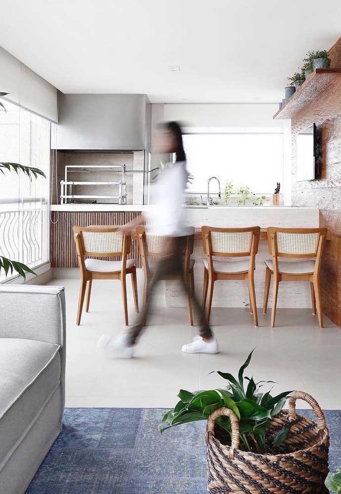 Churrasqueira elétrica grande para o espaço gourmet na varanda do apartamento