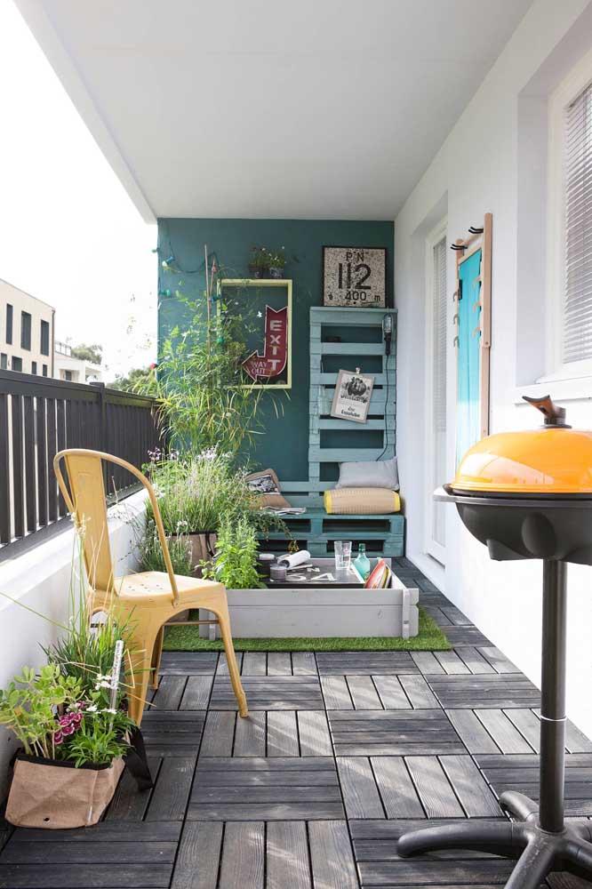 A pequena varanda de apartamento não será mais a mesma com a descontraída churrasqueira elétrica pequena com bafo