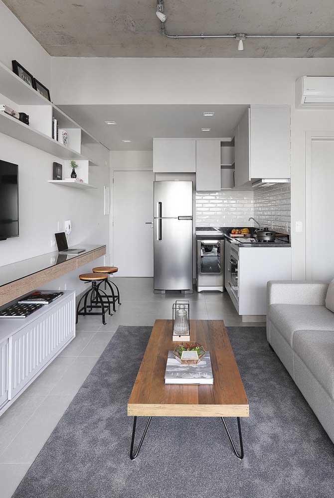 Cozinha integrada com sala de estar; perceba a harmonia entre os ambientes