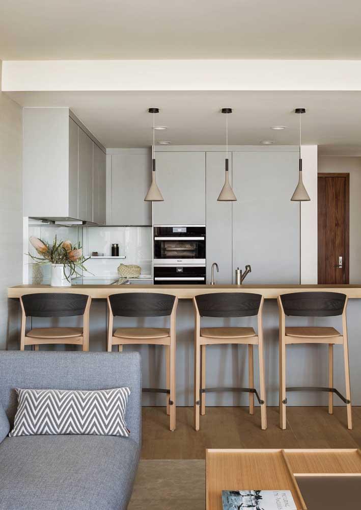 Cozinha integrada em estilo americano interligada com a sala de estar aconchegante da casa